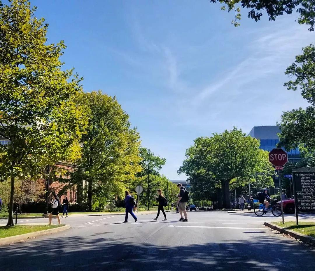 梁丰国际部两位同学收到公立常春藤名校宾夕法尼亚州立大学的录取Offer!